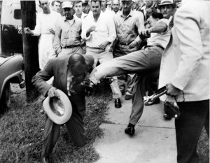 19570923_Reporter_Alex_Wilson_Attacked_by_Mob